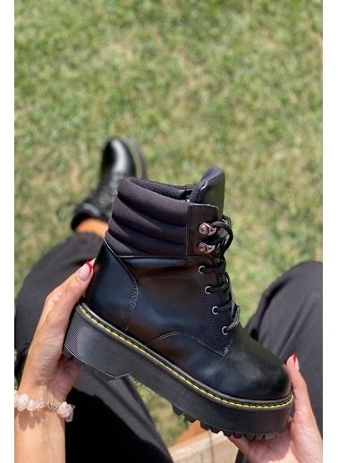 İnan Ayakkabı Bayan Üst Kısım Lastık Detaylı Üstten Trop Bağlamalı Postal Siyah